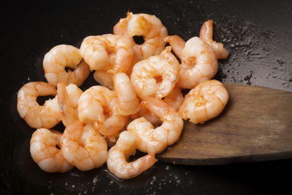 Saltea 12 onzas (340 gr) de camarones pequeños descongelados, has...