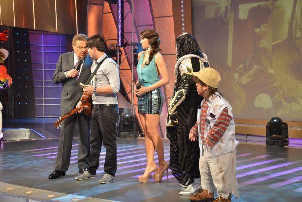 Don Francisco le pidió sus secretos. ¿Cómo le hizo para cantar y tocar t...