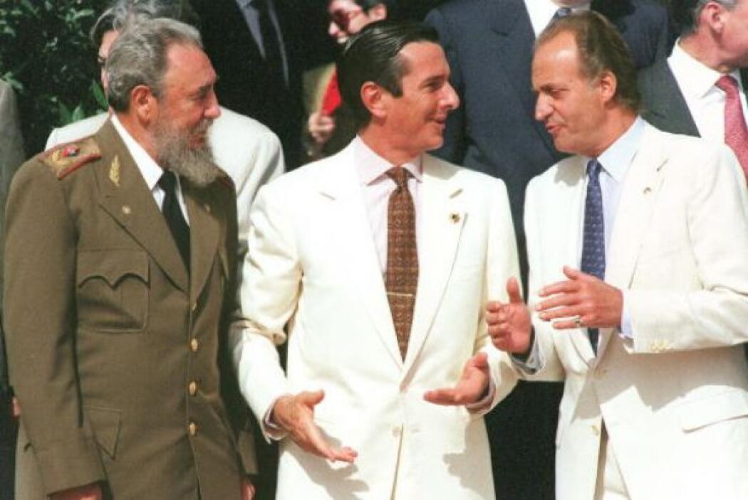 El presidente cubano, Fidel Castro, junto al presidente brasileño, Ferna...