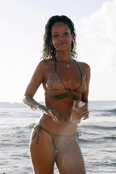 Después de disfrutar con amigos, nuestra querida Rihanna decidió iniciar...