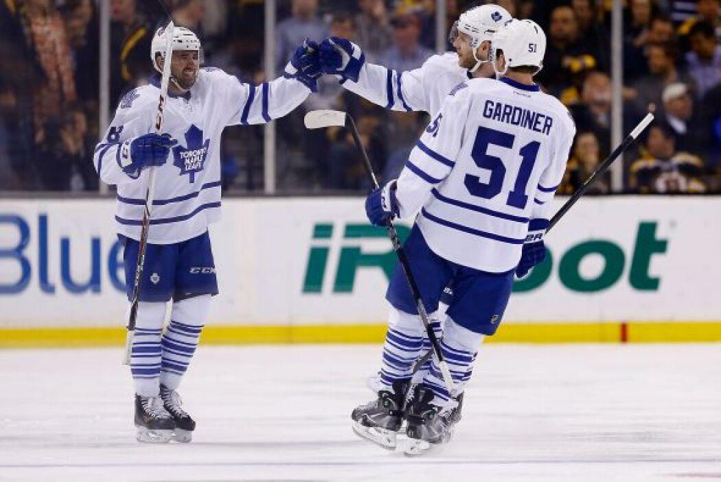 31. Toronto Maple leafs  Valor: $1 mil millones.  Dueño: Bell Canada, Ro...