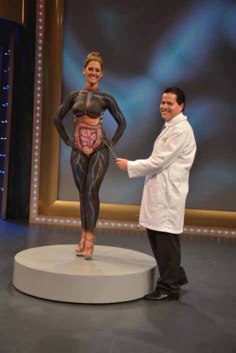 En temas más serios, el doctor Marquina y la modelo pintada dieron una e...