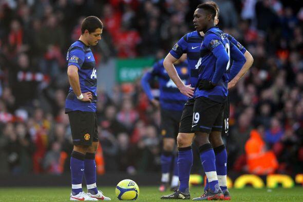 'Chicharito' ingresó en el segundo tiempo pero no pudo llegar al gol.