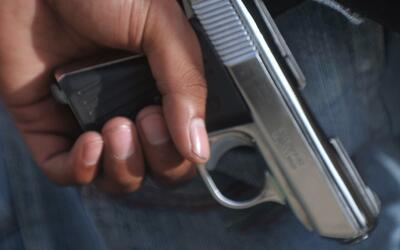 Buscan al sospechoso de dispararle en la cabeza a un hombre en Gage Park