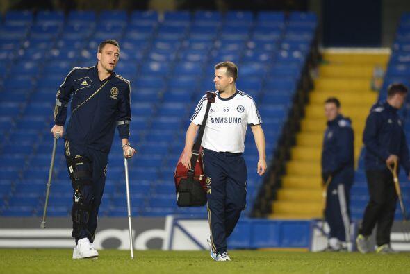 La mala nota fue la lesión que sufrió Terry, quien salió del partido y s...