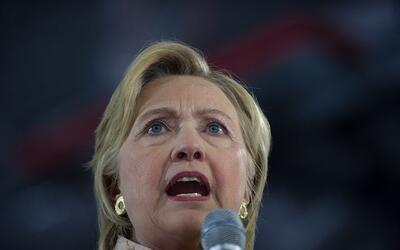 Hillary Clinton no consigue zafarse de la polémica relacionada co...