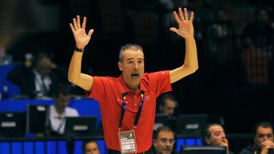 """Francisco """"Paco"""" Olmos, técnico de la selección nacional de baloncesto d..."""