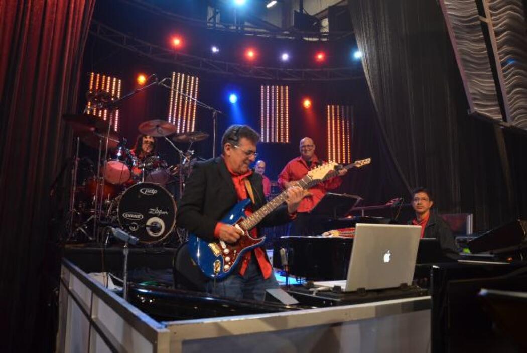 En Sábado Gigante los mejores músicos se preparan para dar lo mejor de sí.