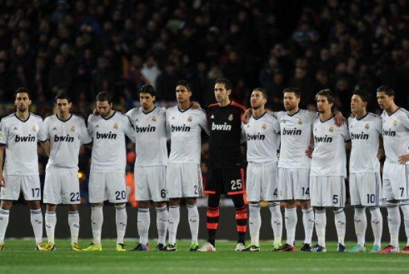 Barcelona y Real Madrid guardaron un minuto de silencio antes del inicio.