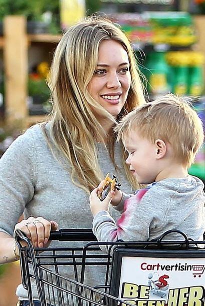 Hilary Encontramos a la cantante junto a su pequeño Luca mientras hacían...