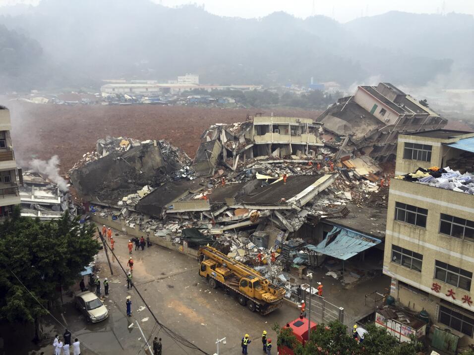 Hombre sobrevivió 60 horas tras deslave en China desastre9.jpg