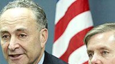 Senadores Schumer y Graham dieron a conocer borrador de reforma migrator...