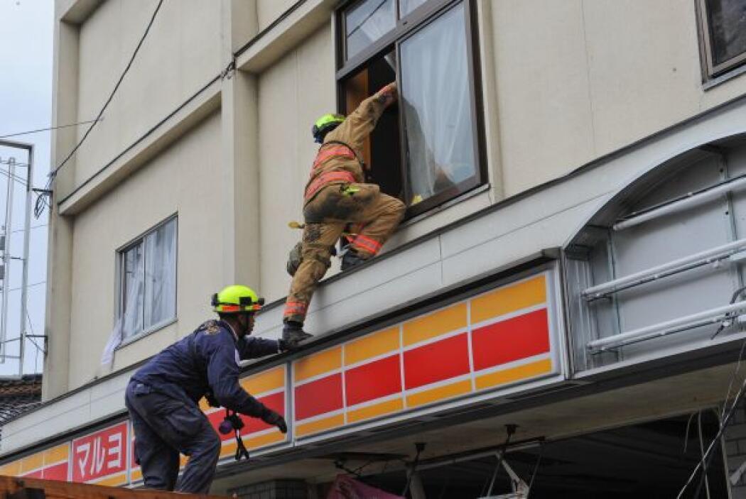 Mientras tanto, en la prefectura de Iwate fue rescatada una mujer de 70...