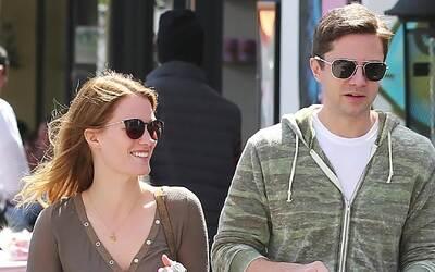 Topher Grace se casa con Ashley Hinshaw