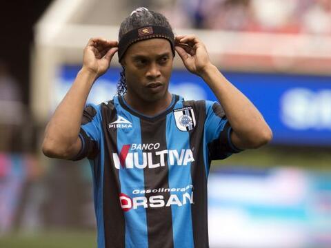 Ronaldinho logró su primer gol con el Querétaro en tiempo...