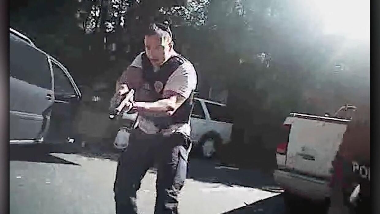 Revelan video desde el uniforme del policía que disparó a Keith Lamont S...