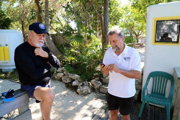 Un grupo de latinos decidió aventurarse a los océanos en busca de re...