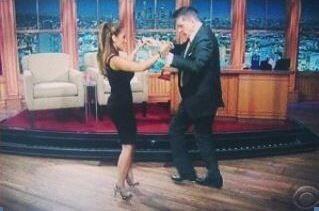 Ella prometió que le enseñaría a bailar salsa.