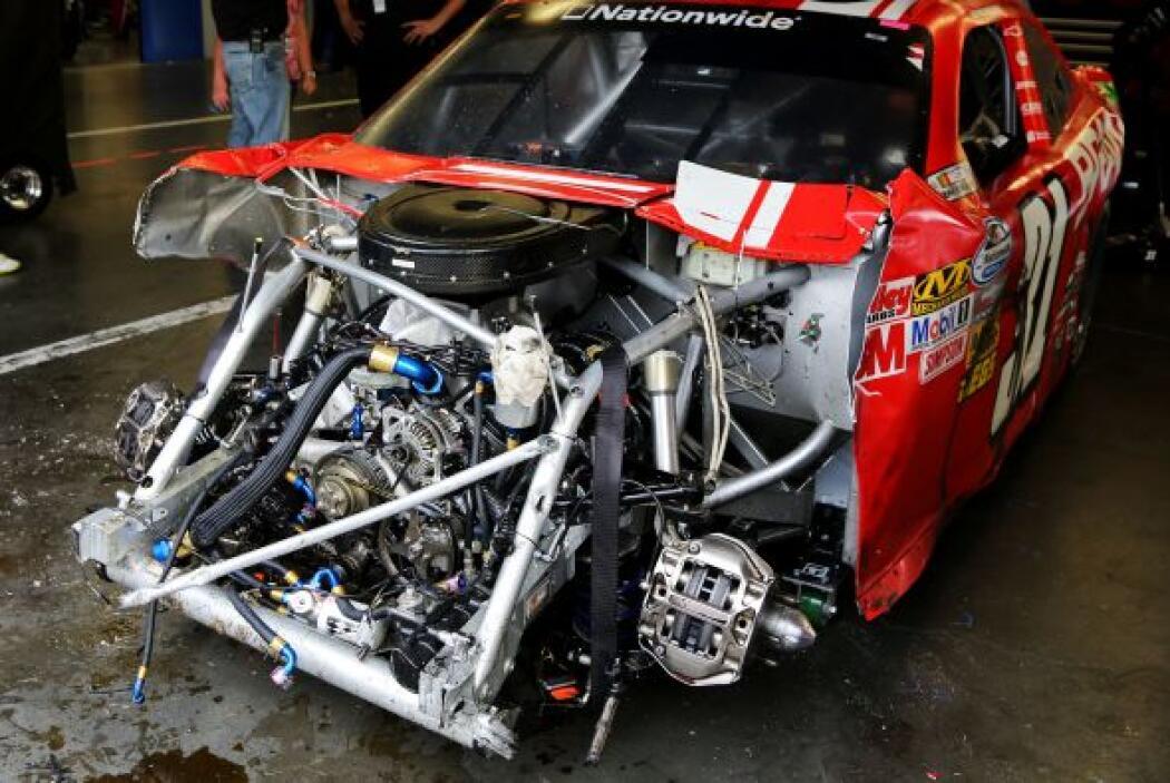 El de Larson no fue el único auto en perder porciones importantes.