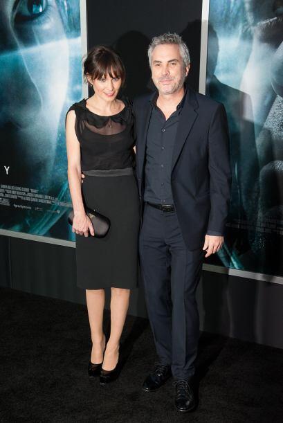 Alfonso Cuarón llegó acompañado de su esposa.