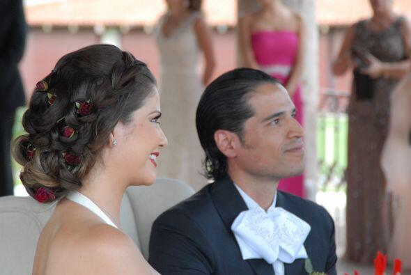 La felicidad de la pareja era más que obvia, no podían esperar más para...