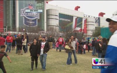 Gran ambiente previo al Super Bowl LI