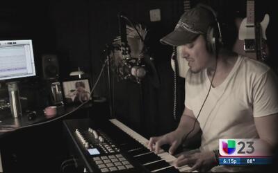 Manolo  Ramos canta por los niños de Puerto Rico