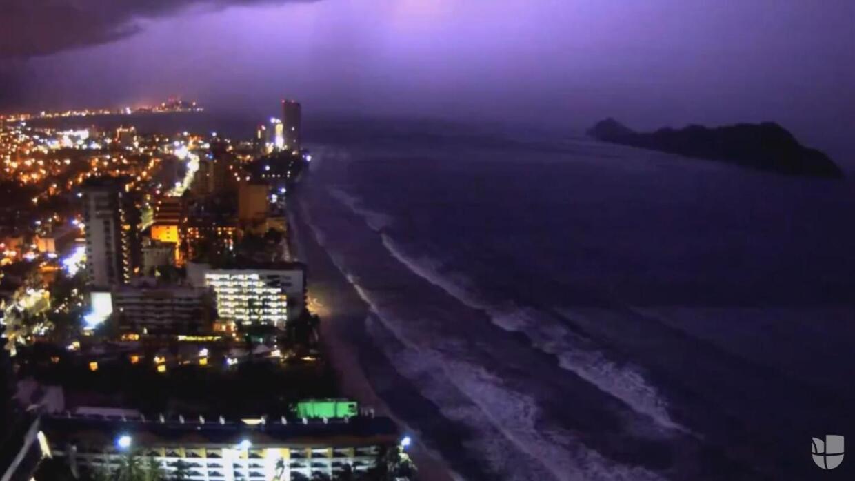 En video: Timelapse muestra la asombrosa tormenta que azotó a Mazatlán,...