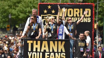 El equipo femenil celebra desfile en Nueva York tras ganar la Copa Mundial