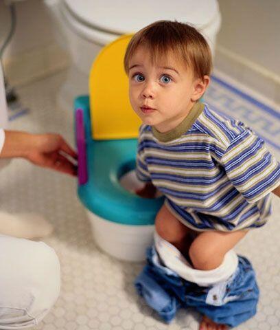 Enséñale a reconocer cuándo está próximo a ir al baño. Muchas veces se p...