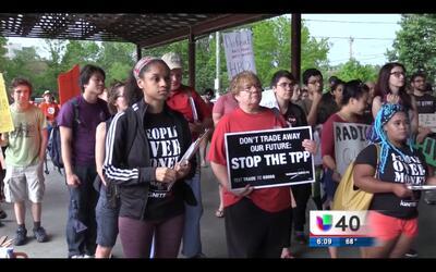 Inmigrantes se manifiestan por derechos laborales
