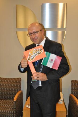 Jorge Gomez, el ilustre gerente de ventas locales, siempre disfruta el C...