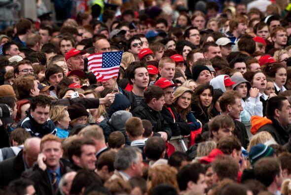 Unas 20 mil personas escucharon el mensaje del presidente Obama quien di...