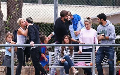 Antonella Roccuzzo ignora a Shakira mientras la cantante saluda a Messi...
