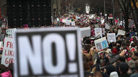 Miles caminaron en Manhattan este sábado como parte de la marcha de las...