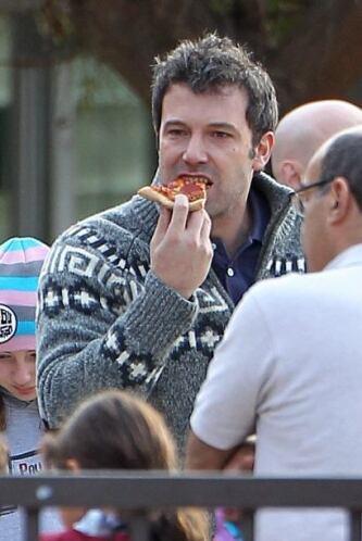 ¡Y disfrutó de una rica pizza! Mira aquí los videos más chismosos.