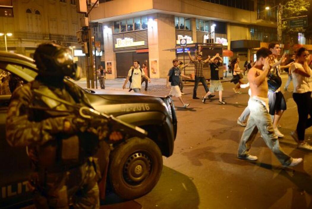 Frente al Congreso y en la Esplanada de Ministerios, la policía lanzó va...