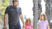 El orgulloso - y ahora soltero - padre se va de compras con Violet y Ser...