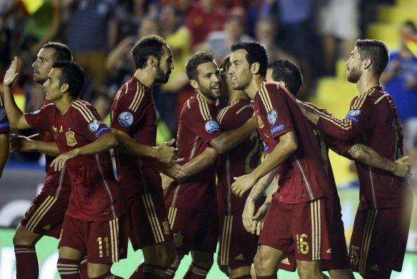 La Roja volvió a sonreír en una competición oficial al golear 5-1 a Mace...