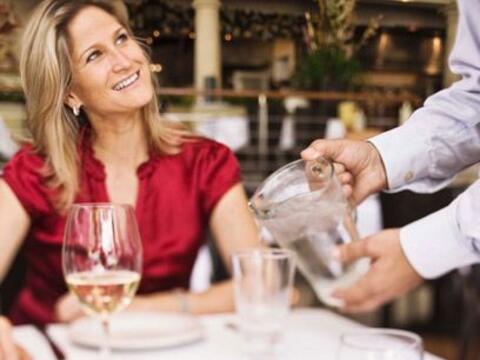 13. MeserosQuienes trabajan en restaurantes conocen a mucha gente difere...