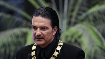 El compositor fue reconocido con la Orden del Quetzal en su país natal....