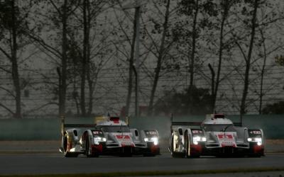 Dos Audi R18 e-tron quattro compiten en una carrera válida de WEC...