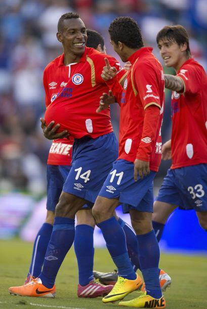Luis Amaranto Perea: El defensa central de Cruz Azul colaboró con uno de...