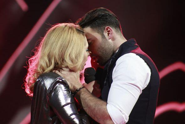 ¡Se van a besar!