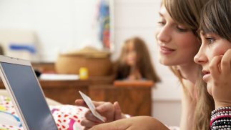Los padres se enfrentan a la disyuntiva de dar o no tarjetas de crédito...