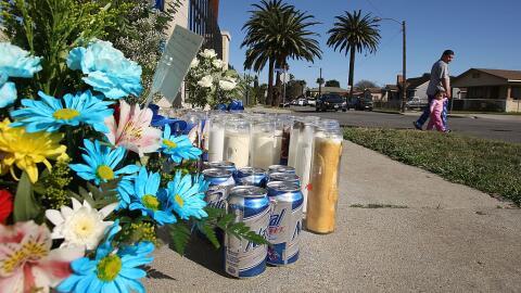 Altar callejero por la muerte de un presunto pandillero en Sur Los Ángeles