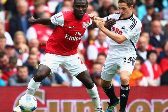 Arsenal enfrentó al ascendido Swansea en busca de la primera vict...