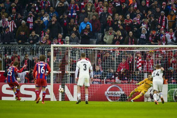 El autor del primer gol fue Thomás Müller, quien anot&oacute...