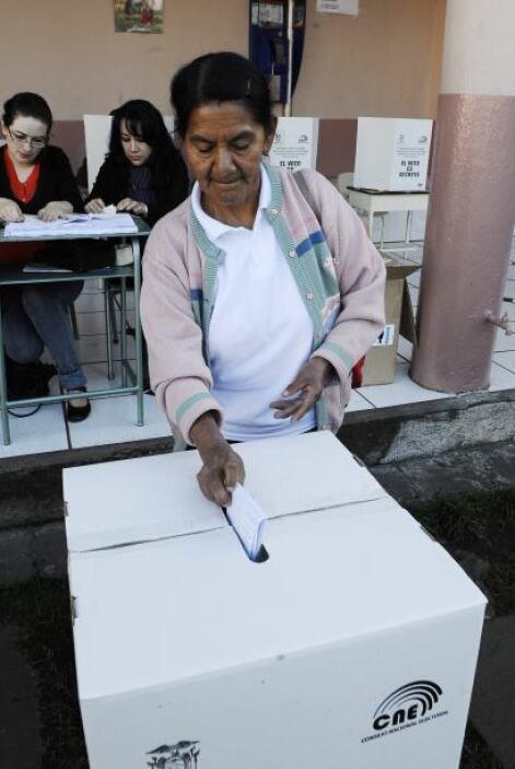 2009:  Correa extendió su mandato hasta 2013 al vencer en las elecciones...