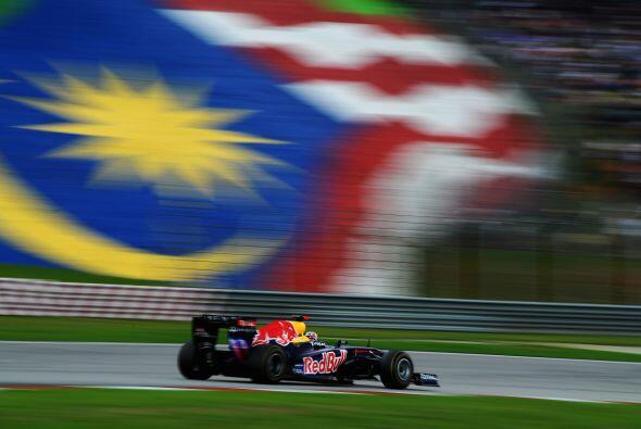 Mientras tanto, Vettel marchó sin muchos problemas hacia su segunda vict...